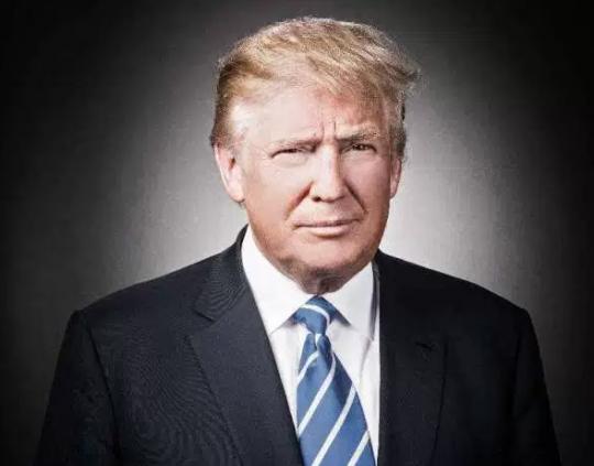 Trump čelí strašlivému nepříteli, jímž není Putin, ale extrémně démonická organizace, jejíž chapadla za oponou ovládají Ameriku i svět. Hovoří zámořský publicista, znalec islámu