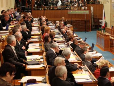 Seznam senátorů, kteří podpořili zavedení bezprecedentní cenzury internetu v ČR