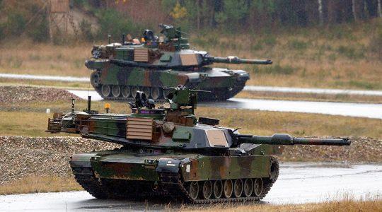"""100 amerických tanků, těžká technika proudí do Evropy bojovat proti """"ruské agresi"""""""