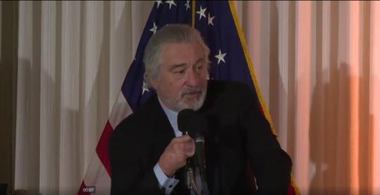 """Robert De Niro nabízí 100 000 dolarů za """"pravdu"""" o vakcíně MMR"""