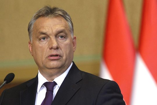 """Orbán: Globalisti použijú masovú migráciu na nahradenie Európanov a """"rozdrvenie vôle ľudu"""""""