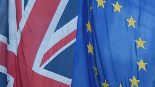 Britský parlament posvětil brexit…..