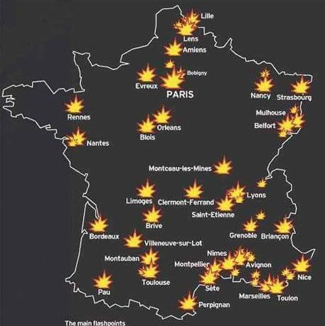 Francie hoří, Paříž hoří a nikoho to nezajímá