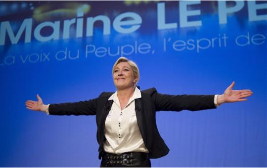 Zrada Fillona na voličích možná dosadí na prezidentský trůn Marine Le Pen, která se otevřeně přihlásila k odkazu Ch. de Gaulla