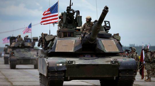 Americké tanky a pozemní bojová vozidla dorazily do Estonska na hranice s Ruskem