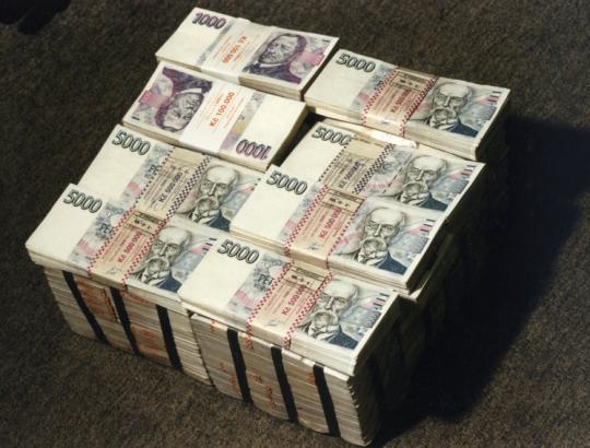 Dolár bude kolabovať tak, že bude posilňovať. Alebo v čom sa konšpirátori mýlia