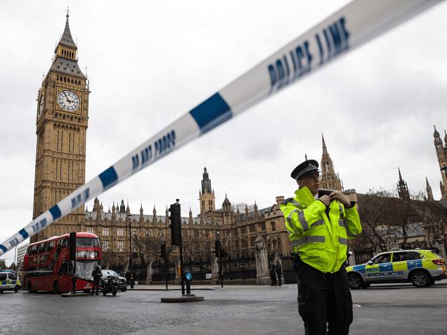 5 mrtvých a 40 zraněných během teroristického útoku na britský parlament v Londýně