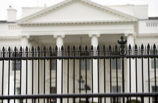 Auto s bombou spustilo alarm v Bílém domě
