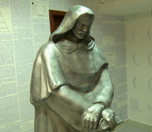 Zmizol študent z Brazílie a zanechal za sebou miestnosť plnú zašifrovaného textu a okultných symbolov.