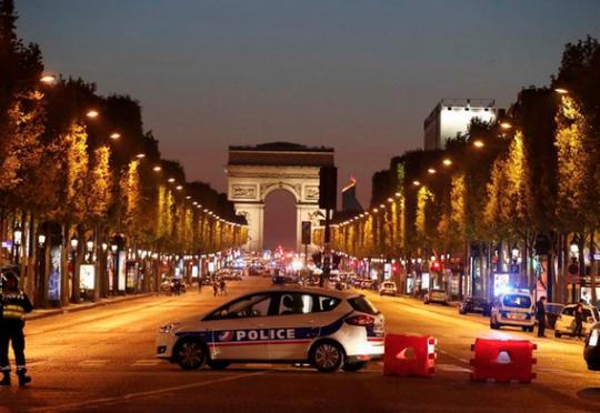 Dvaja mŕtvi pri streľbe na Champs-Élysées, k útoku sa prihlásil tzv. Islamský štát