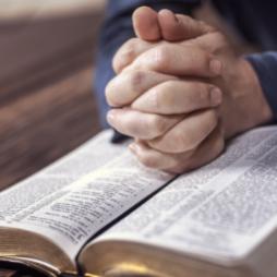 Ruský soud zakázal činnost Jehovistům, označil je za extrémisty
