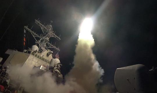 USA zaútočily na vojenskou základnu v Sýrii