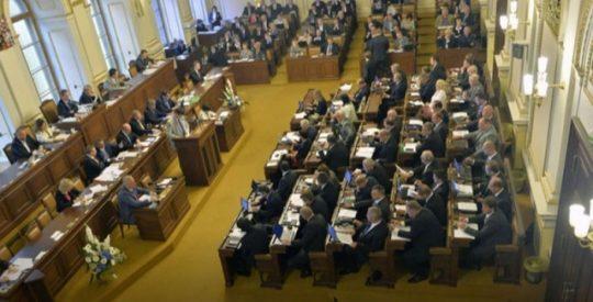 A je to tady: čeští poslanci navrhují změnu pohlaví úředním hlášením už od 12 let!