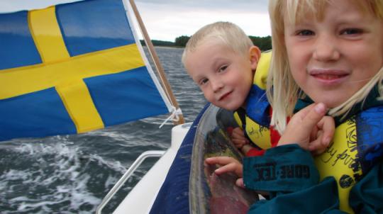 """Proč média mlčí? Švédsko kvůli """"závažným zdravotním obavám"""" zakazuje povinné očkování"""