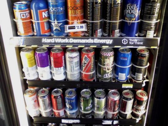 Vědci uvedli hlavní nebezpečí energetických nápojů