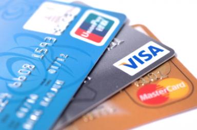 """Rusko rozširuje svoje platobné karty do celého sveta. Bude americký dolár """"odstavený na druhú koľaj""""?"""