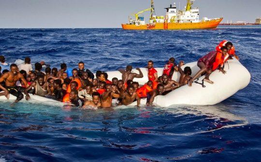 Itálie žádá EU o pomoc, ke břehům dorazilo za tři dny 10 tisíc migrantů