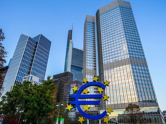 Evropa je v kýblu a tak se opět lže: ECB spustila rotačky na tištění euro. Rusko se tříská smíchy…