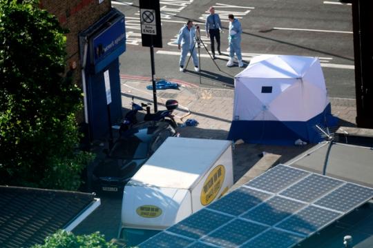 Začala vojna civilizácií? V Británii dodávka narazila do moslimov odchádzajúcich z londýnskej mešity. Moslimovia vinia krajnú pravicu a narastajúcu islamofóbiu