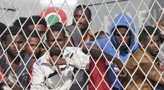 EU odhaluje plány na větší přesidlování severoafrických uprchlíků do Evropy. Tento projekt pro začátek podpoří 500 miliony EUR