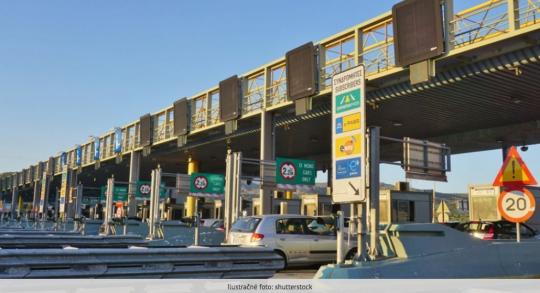 Koniec lacným diaľničných známkam v Európe. Nastupuje tvrdý vojenský režim