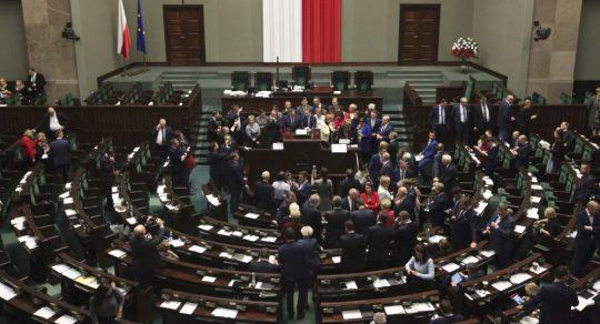 V Polsku přijali změny k zákonu o boření památníků Rudé armádě