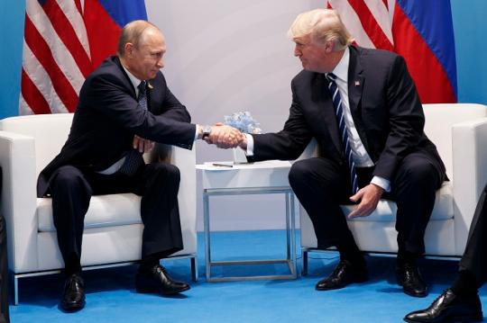 """PŘÁTELSTVÍ MEZI USA A RUSKEM JE UŽITEČNÉ PRO CELÝ SVĚT, ODPŮRCI SPOJENECTVÍ JSOU """"BLBCI"""", UVEDL TRUMP"""