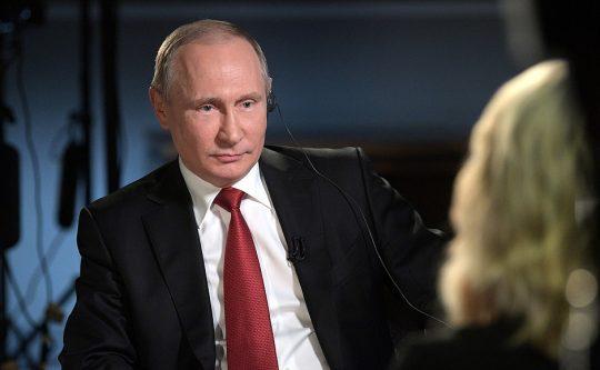 """Putin v rozhovoru s tváří NBC Megyn Kelly: """"Vy Američané se musíte hrozně nudit."""""""