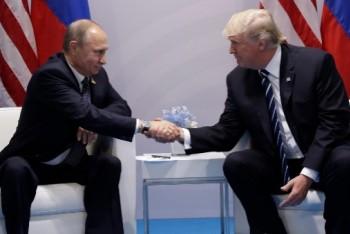 Guardian: Pod palbou kritiky Trump odvolal spolupráci s Ruskem!