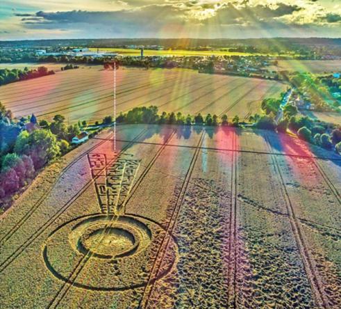Pár dní před zatměním Slunce se objevuje pozoruhodný kruh v obilí