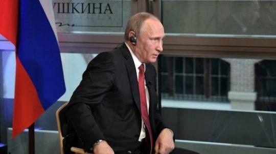 Putin: Všichni prezidenti USA jsou loutky – Americe vládnou temní muži v oblecích