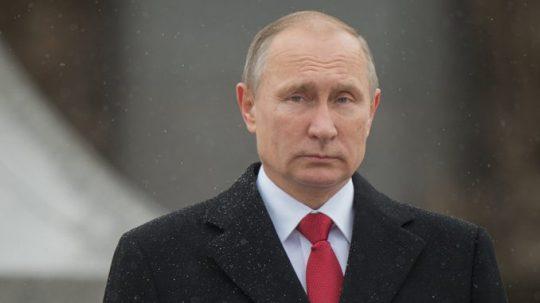 Putin se zastal veterána, kterého po přehlídce vítězství odstrčila ochranka (VIDEO)