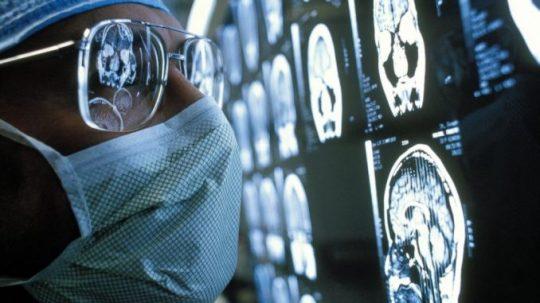 Vědci již dokáží na dálku ovládat lidský mozek a kontrolovat pohyby těla