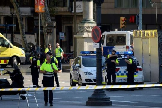 Teroristický útok v Barceloně, na scéně opět dodávka a mrtví lidé rozesetí po chodníku! Berlín nadále vyhrožuje, že uvalí na ČR sankce, pokud nezačne přijímat migranty! Svoboda na odstřel a zástupy lidí, kteří plivají na bílého muže!