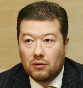 Tomio Okamura drtí v televizní diskuzi užbleptaného muslima. Téma: Měly by mít ženy v ČR povoleno oblékat se dle své víry a chodit se šátky do školy?