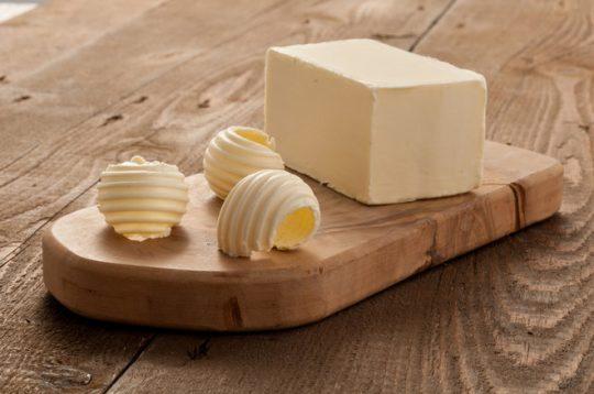 Evropu čeká na Vánoce nedostatek smetany a másla. Mléčné výrobky se prodraží