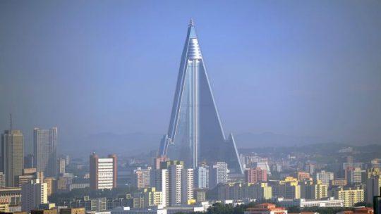 V Severní Koreji  je nyní za peníze Billa Gatese stavěna zednářská pyramida vysoká 330 metrů, aby mohla být 1. 10. zničena – VIDEO