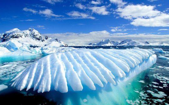 Pod Antarktidou leží obrovský zdroj tepla vytvářející podzemní řeky a jezera