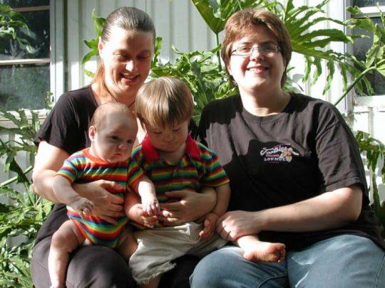 Deti LGBT rodičov vyrástli – Teraz odhaľujú chorú realitu…