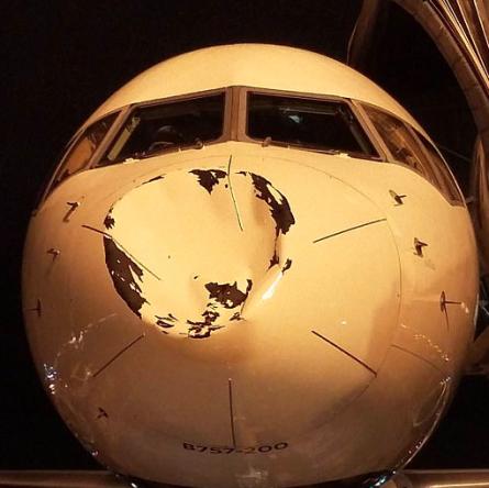 Dosud nevysvětlitelný objekt poškodil letadlo společnosti Delta ve výšce 9 km
