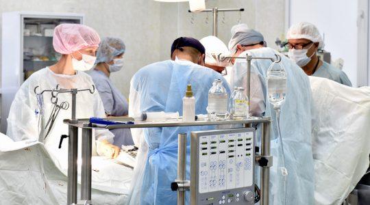 """Top chirurg v rámci celosvetového meradla tvrdí, že väčšina pacientov transgenderov vyhľadáva """"spätnú"""" chirurgickú operáciu"""