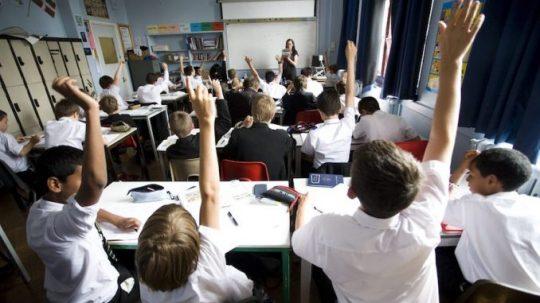 """Britské školy celostátně """"zakázaly"""" Ježíše Krista"""