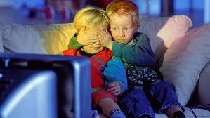 Sledování televize ohrožuje děti a způsobuje více než 30 zdravotních potíží, potvrdily studie