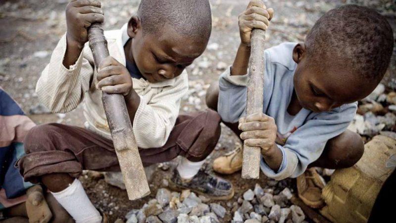 Víte, kdo vám těží kobalt na vaše telefony? 7leté děti za jeden dolar denně v příšerných podmínkách v Kongu