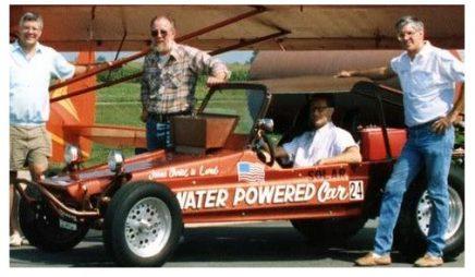 """Vynálezce auta na vodní pohon umíral v restauraci se slovy: """"Oni mě otrávili!"""""""