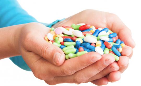 Češi propadli lékům na bolest. Ty způsobují více úmrtí než drogy
