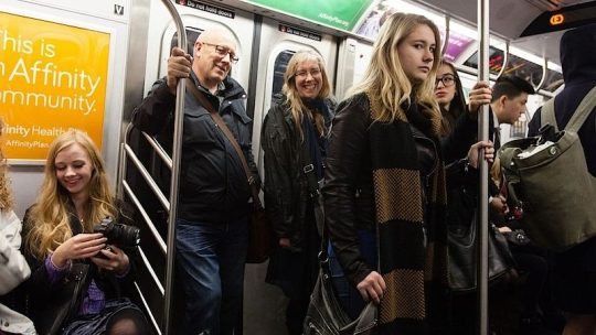 Už žádné Dámy a pánové, s tradičním oslovením končí i metro v New Yorku