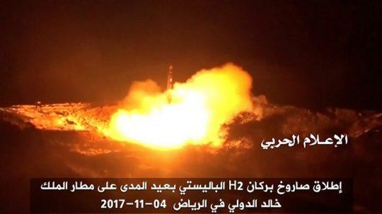 Saúdská Arábie obviňuje Írán z odpálení balistické střely, která z Jemenu zamířila na mezinárodní letiště v Rijádu. Varuje, že by tento krok mohl být posouzen jako 'válečný akt'
