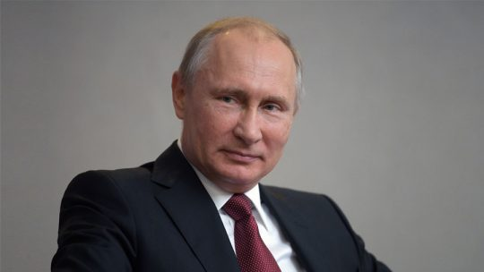"""Putin otevřeně říká, že """"mocné síly"""" v USA prohlubují napětí mezi Ruskem a Amerikou"""