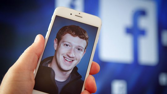 """Facebook otevře speciální """"Portál Ruska"""", který pomůže chránit americkou demokracii"""